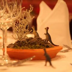 映画をテーマに各テーブルごとのコーディネート。こちらのテーブルはジュラシックパーク!