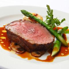 濃厚な赤ワインソースと柔らかなお肉の相性は抜群