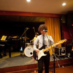 バンド演奏などの演出も、常設のステージで行っていただけます。