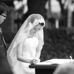 結婚証明書へお二人からのサイン