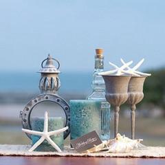 貝殻や小瓶で海辺にぴったりなコーディネート。