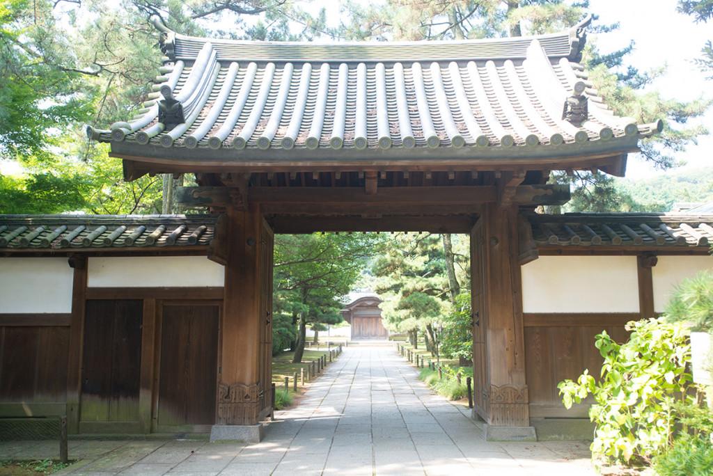 三溪園鶴翔閣の門
