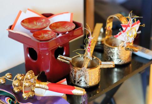 赤のダリアで彩られたメインテーブル