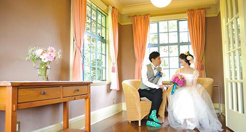山手の地の歴史ある洋風での結婚式「西洋館ベーリックホール」。会場は10年後も、そして20年後も結婚式後もいつでも訪れる事のできる横浜指定文化財です。映画に出てくるようなスパニッシュ風の邸宅を1日1組様限定で結婚式として利用できます。
