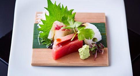 本牧神社の結婚式コンセプトその3は料理。日本三大料亭「金田中」の特別和懐石をご用意しています。