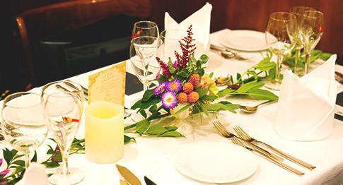 60年前までフランスの大使館があった、フランス政府の運営のレストラン。日本とフランスの文化交流の拠点となった本場のフランス料理店なので、10年後も20年後も訪れる事の出来るレストランです。