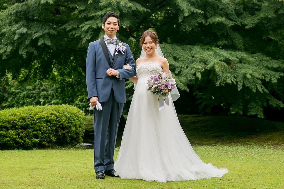 日本庭園にドレスが映える
