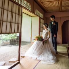日本庭園にも映えるドレススタイル