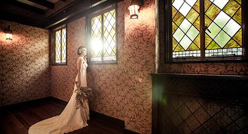 憧れの洋館貸切ウェディング。一般公開されていない、東京都指定有形文化財で過ごす特別な一日。旧細川侯爵邸の結婚式は一日一組様限定のご案内のため、お二人もゲストの皆様も、時間に追われることなくゆっくりと結婚式当日をお過ごしいただけます。